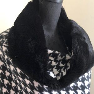 Fur trimmed black and white houndstooth shawl
